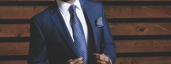 Мужчина в солидном костюме