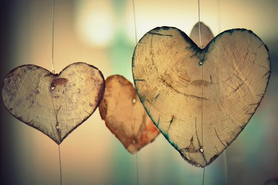 Сердечки висят