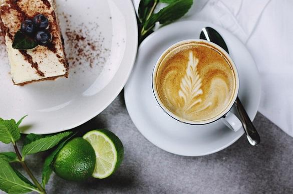 Кофе, торт, тарелка, лайм