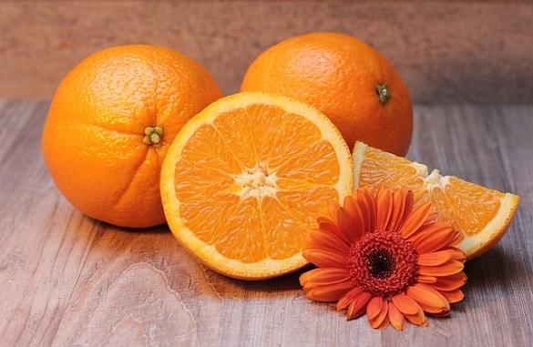 Апельсин и цветок