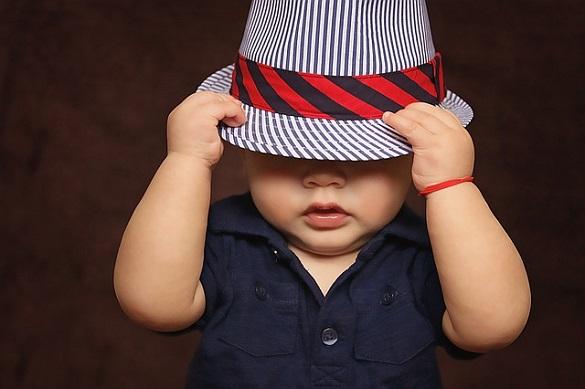 Малыш в шляпе