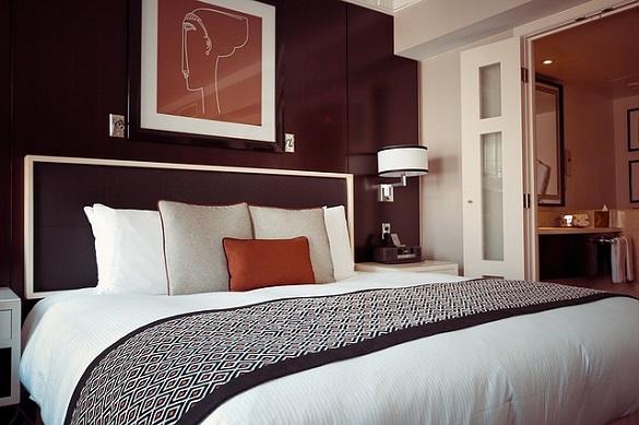 Кровать, подушки, одеяло